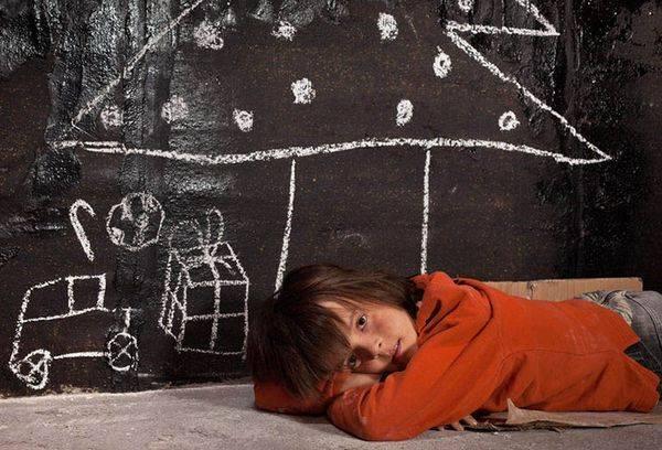 Пособия детям сиротам и детям, оставшимся без попечения родителей: какие выплаты положены, в том числе пенсионные, по безработице, единовременные