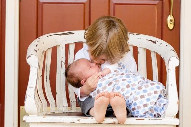 Пособие по уходу за вторым ребенком до 1.5 лет в 2020 году: минимальный размер, как рассчитывается