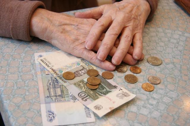 В каких случаях мать может подать на алименты на сына: как их взыскать на пенсии и как они высчитываются?