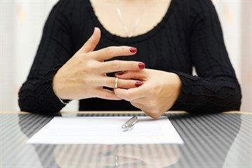 Можно ли забрать заявление о разводе: как это сделать в ЗАГСе и суде, какую указать причину, каковы последствия?