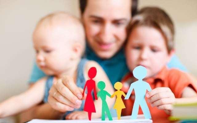 Размер пособий на приемного ребенка в 2020 году, виды положенных льгот и компенсаций