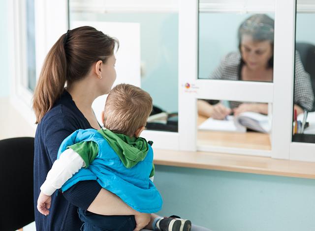 Пособие по уходу за ребенком до 1 5 лет: кому положено, размер в 2020 году на первого, второго и последующих детей, правила начисления и оформления выплаты