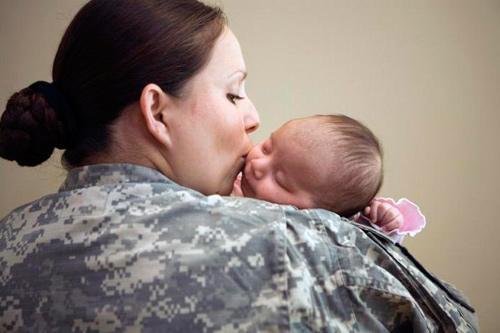 Выплаты военнослужащим при рождении детей: какие положены по призыву и по контракту, а также декретные выплаты женщинам военным