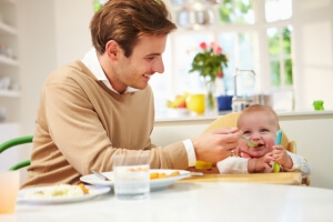 Как оформить пособие по уходу за ребенком до 1.5 лет: какие документы нужны, бланк и образец заявления