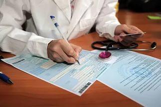 Из декрета в декрет, не выходя на работу, в 2020 году: выплаты, как рассчитать больничный